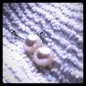 Vantel White Button Stud Pearl Earrings